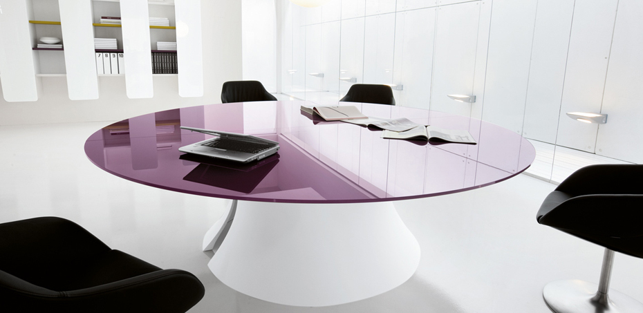 La7 Italian design TV studio the Popes final day : ola meeting table from blog.lamercanti.com size 930 x 453 jpeg 177kB